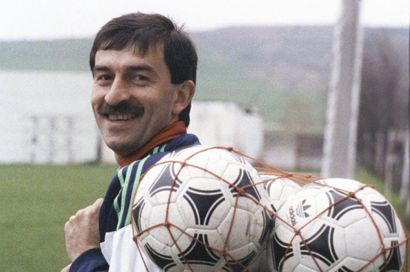 Станислав Черчесов (1992–1993 годы). Был капитаном российской сборной 6 раз.