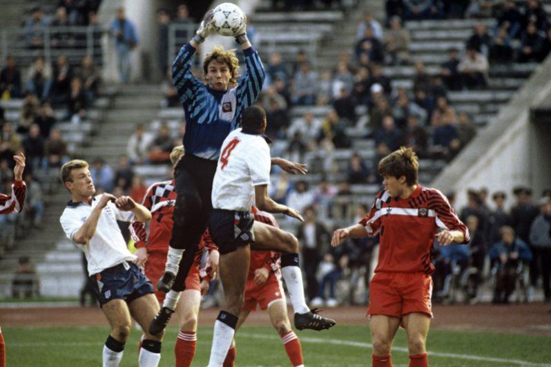 Дмитрий Харин (1994 год). На его счету три игры.