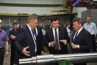 Дмитрий Миронов обсудил дальнейшее развитие вагоноремонтного завода с его руководством.