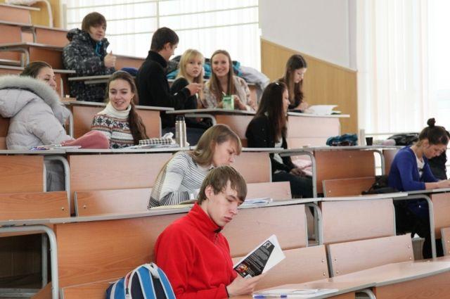 На ежемесячную выплату могут рассчитывать студенты 1-3 курсов.