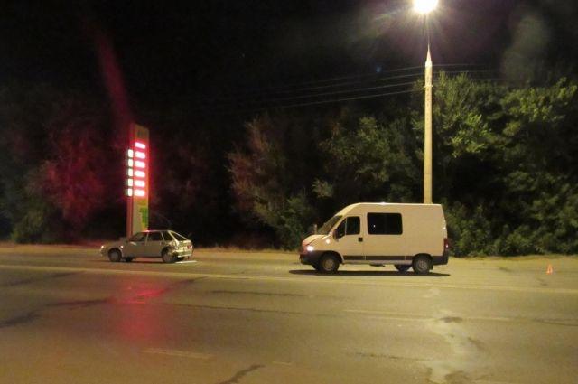 Под Оренбургом в ДТП с микроавтобусом пострадал 2-летний малыш.