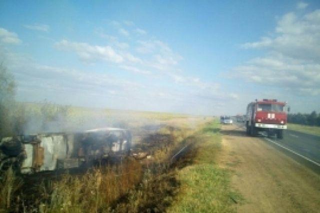 В Сорочинском округе сгорел грузовик, перевозивший дыни.