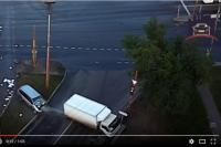 Очевидцы сообщают, что водитель и пассажир легковушки находились в нетрезвом состоянии.