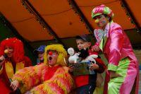 Больничные клоуны помогают ребятам справиться с бедой.