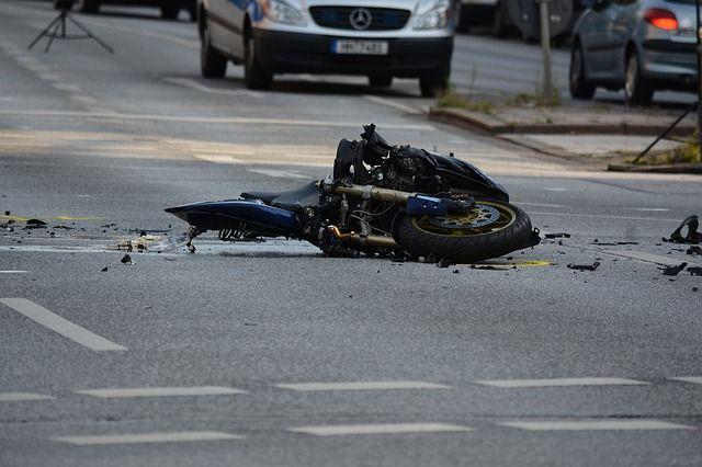 ВАкадемгородке в трагедии умер мотоциклист