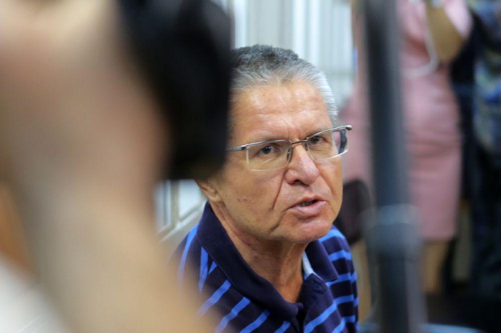 Бывший министр экономического развития РФ Алексей Улюкаев, обвиняемый в получении взятки в два миллиона долларов, во время заседания в Замоскворецком суде Москвы.