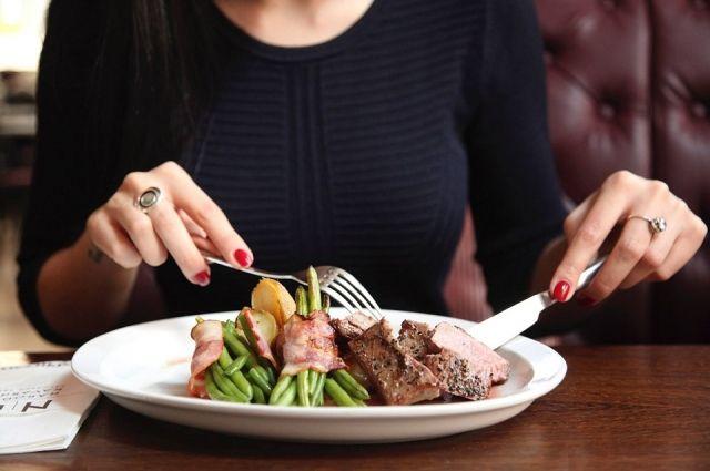 В городе на Неве явно виден тренд движения от культуры домашней еды к культуре кафе.
