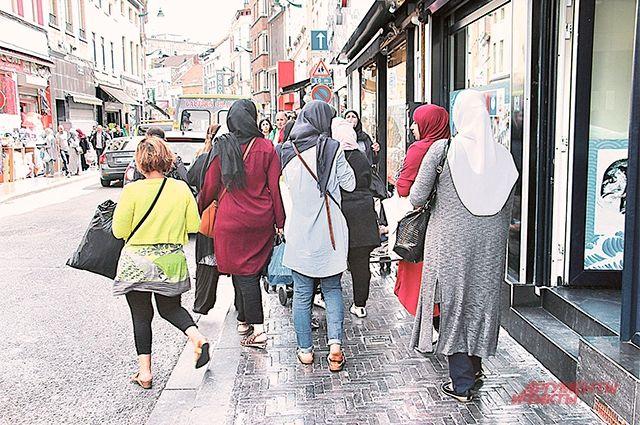 Платки-«хиджабы» - одежда европейских женщин?