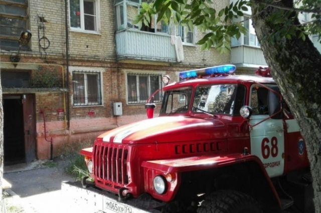 ВБогородицке пожарные спасли изполыхавшего дома 8 человек