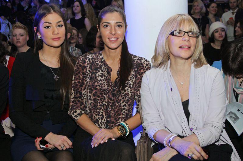 Актриса Вера Глаголева с дочерьми Марией (в центре) и Анастасией (слева). 2012 год.