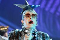 Верка Сердючка, попрощавшись с нами ещё в 2007 г. песней «Раша, гудбай», продолжает выступать на русских вечеринках.