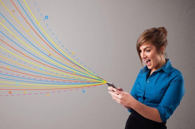 Стребованием опрекращении слежки зателефонами выступили Apple и фейсбук