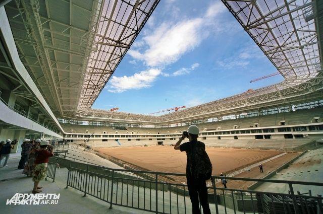 На стадионе к ЧМ-108 в Калининграде завершают засев футбольного поля.