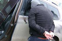 30 марта этого года сотрудники ФСБ задержали налогового инспектора с поличным при получении 400 тысяч рублей.