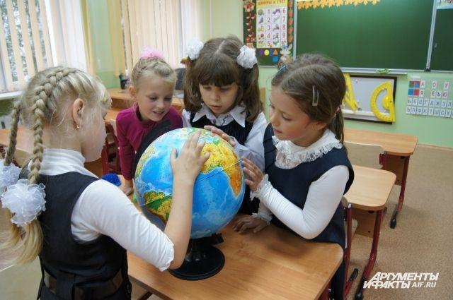 Жители Калининграда пожаловались Путину на нехватку мест в школах.