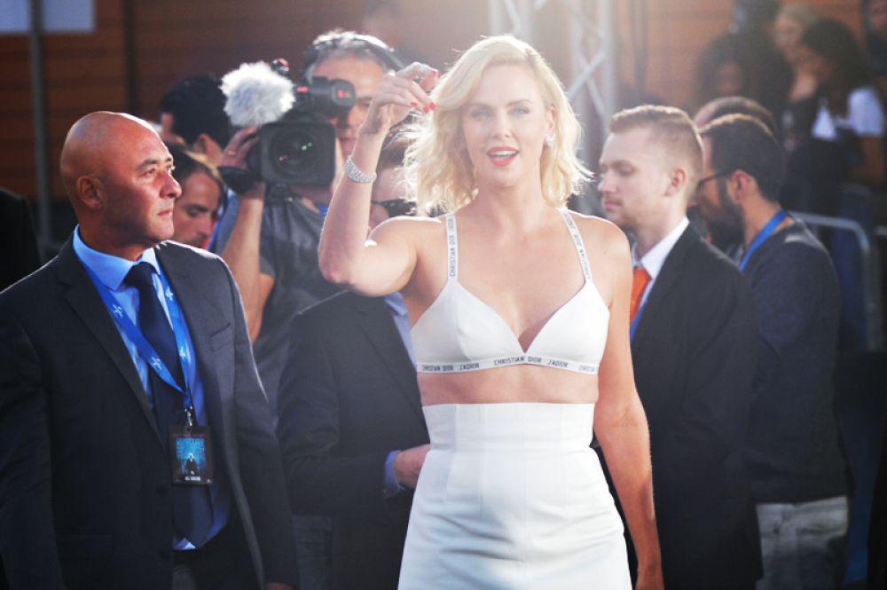 7 место. Американская актриса и модель Шарлиз Терон занимает седьмую строчку рейтинга. Её доход составил 14 миллионов долларов.