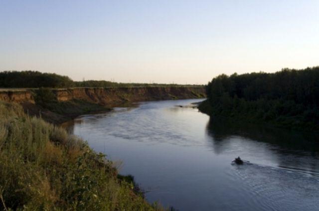 В Соль-Илецком округе автомобиль съехал реке, погибли два человека.