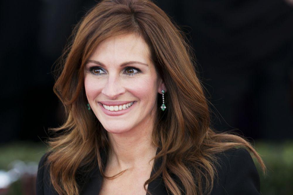 9 место. За ней следует исполнительница главных ролей в фильмах «Красотка», «Ешь, молись, люби», Джулия Робертс  — 12 миллионов долларов.