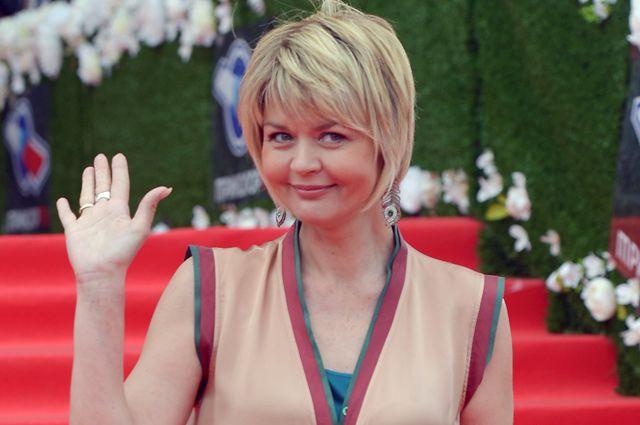 Актриса Юлия Меньшова перед церемонией вручения премии «ТЭФИ-2016» в Москве.