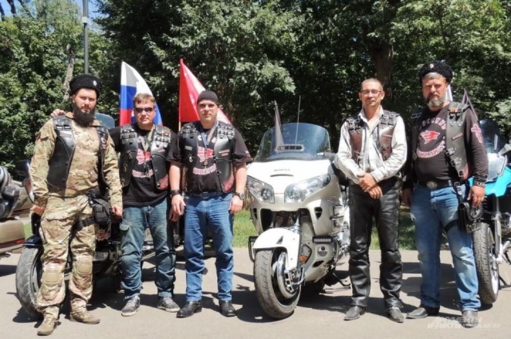 Члены краснодарского и адыгейского отделений мотоклуба «Ночные волки».