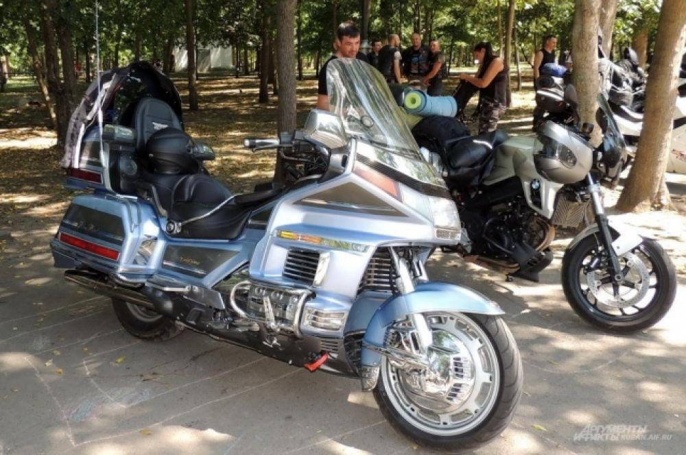Мотоцикл Honda Gold Wing.