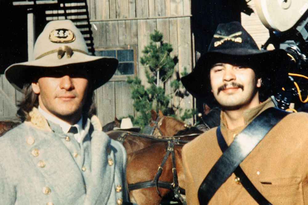 В 1985 году актёр сыграл в кинофильме «Север и Юг», снятому по одноименному роману Джона Джейкса.