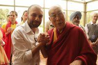 Далай Лама и организатор Synergy Global Forum, ректор Школы Бизнеса Синергия Григорий Аветов.