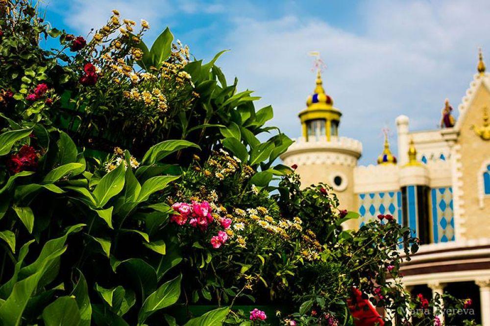 Цветочный фестиваль в Казани возле театра кукол.