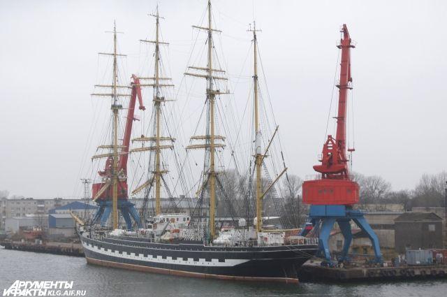 Барки «Крузенштерн» и «Седов» возвращаются в Калининград.