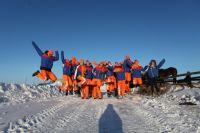 Каждый выезд в деревню становится для снежного десанта увлекательным путешествием.