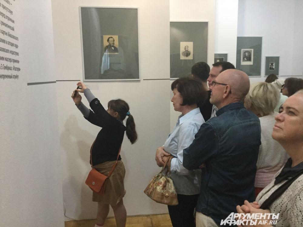 Посетители выставки также смогли увидеть графические портреты известных современников, с которыми был знаком и дружил Иван Айвазовский.