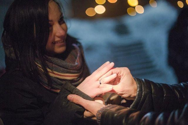 Спустя год молодой человек сделал девушке предложение.