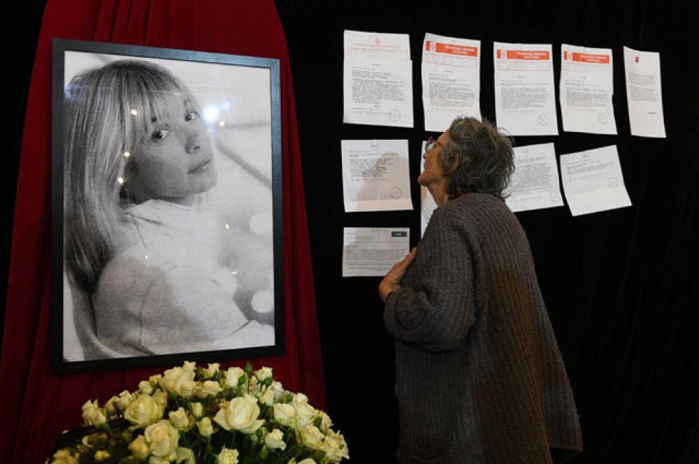На церемонии прощания с актрисой Верой Глаголевой в Центральном доме кино в Москве.