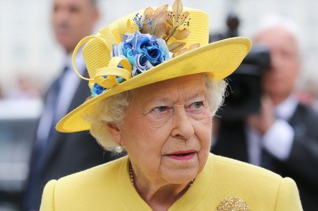 Елизавета II не собирается отрекаться от престола – СМИ