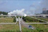 Местные жители предполагают, что воспламенилась цистерна.