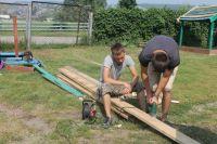 Ребята не боятся никакой работы и считают, что своим поведением показывают достойный пример будущим поколениям.