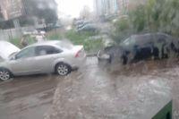 Из-за ливня в городе было ограничено движение.