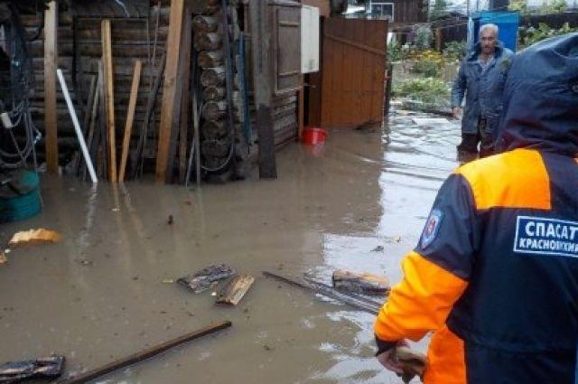Спасатели рекомендуют проверить исправность электропроводки, трубопроводов газоснабжения, водопровода и канализации.