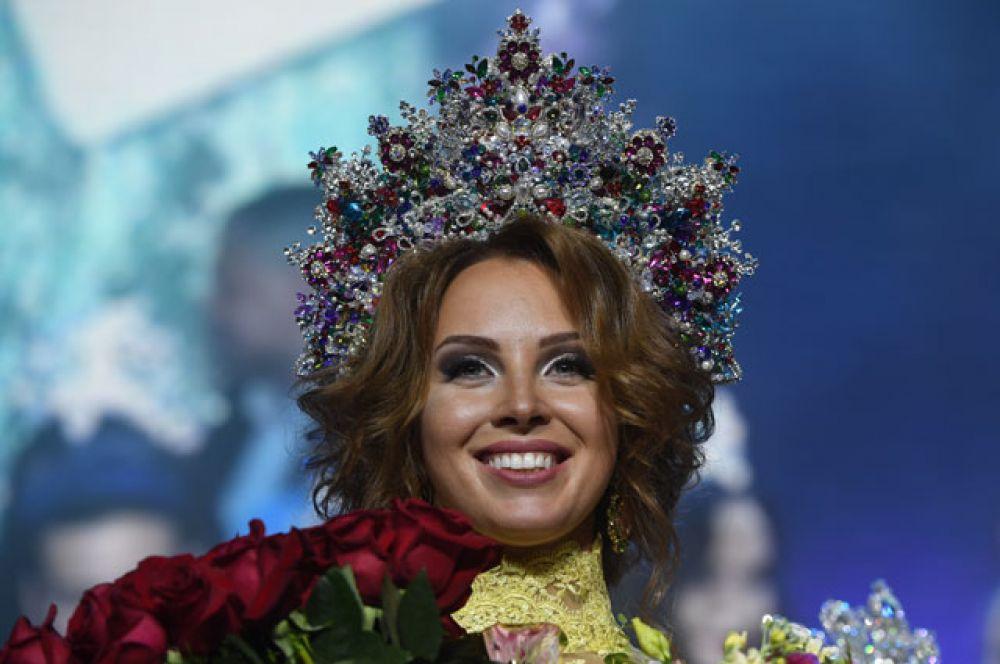 Полина Диброва (Московская область), выигравшая вфинале всероссийского конкурса «Миссис Россия» 2017в театрально-концертном зале «Мир» вМоскве.