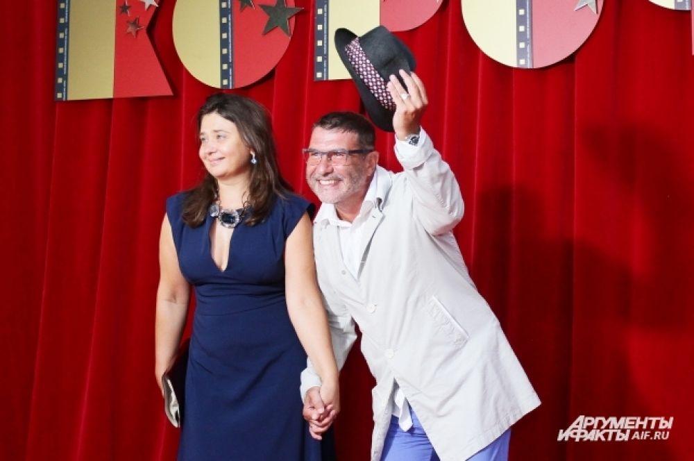 Актер и драмматург Евгений Гришковец с супругой Еленой.