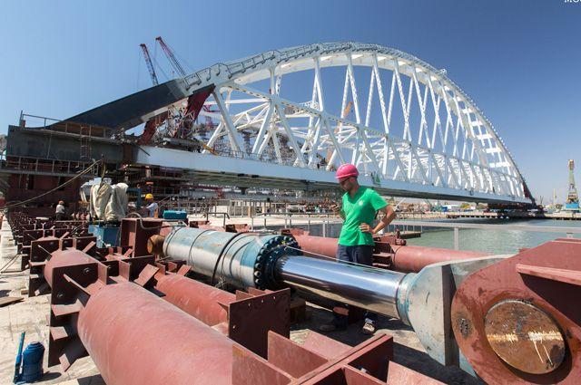 Ждем у моря погоды. Что мешает строительству Керченского моста?
