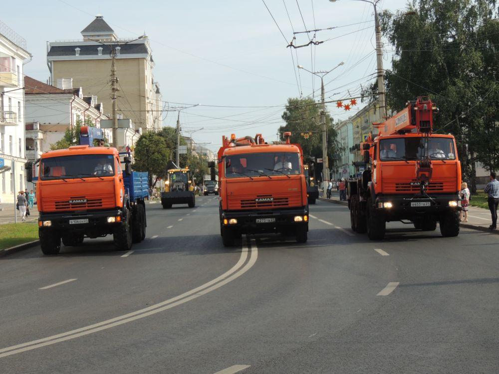 """АО """"Горсвет"""" представил автогидроподъемники, при помощи которой производится ремонт системы городского освещения на высоте до 17 м."""