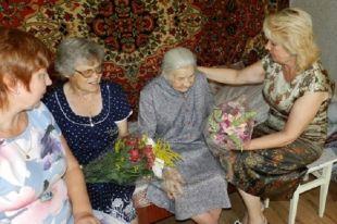 Юбиляру вручили персональные поздравления президента Российской Федерации.