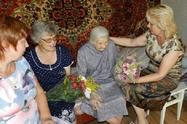 Пензенская администрация поздравила жительницу областного центра с100-летним юбилеем