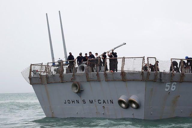 Из-за чего эсминцы США сталкиваются с торговыми судами?