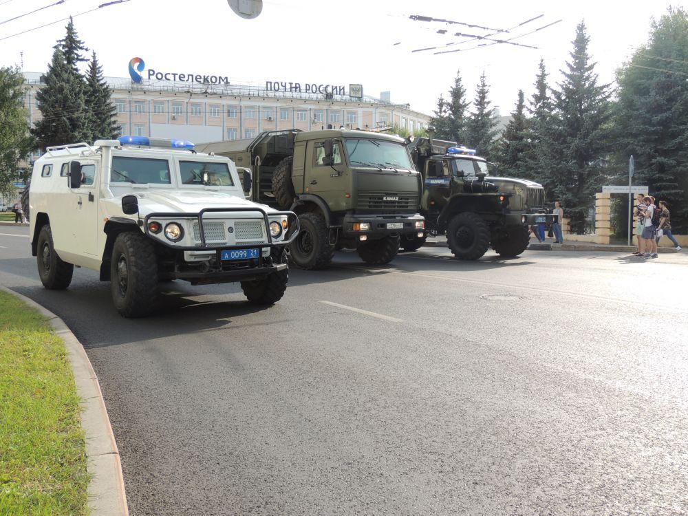 Технические силы Национальной Росгвардии представили «Тигра» (российский бронированный вседорожник).