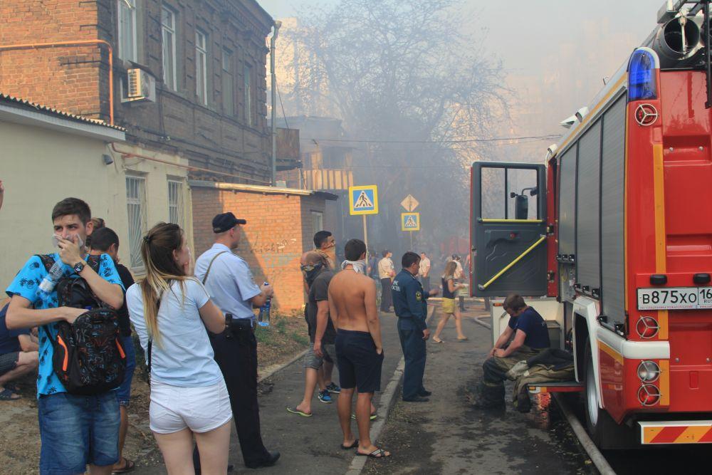 Огонь локализован в 18:52. Площадь пожара составила 10 тыс. кв. метров. Огонь охватил 11 двухэтажных и 14 одноэтажных домов.