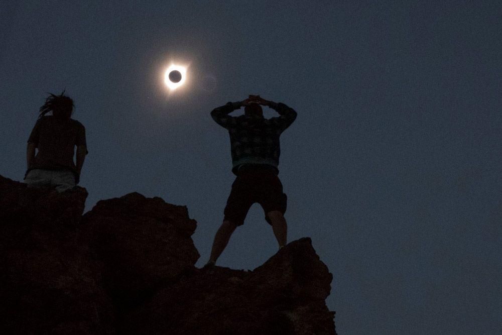 Наблюдающие за затмением в городе Митчелл, штат Орегон.