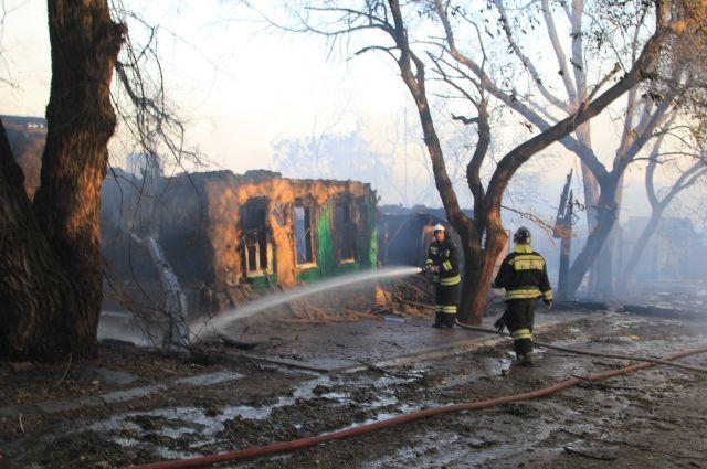 В Ростове-на-Дону на месте крупного пожара ликвидировали открытое горение
