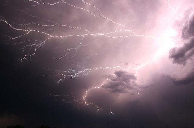 Грозы и дожди прогнозируют в Иркутской области в ближайшие сутки.